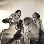 """Gala y Dalí, con """"Pareja con la cabeza llena de nubes"""" 1936. Foto: Cecil Beaton"""